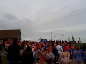 Burgemeester start (en doet mee met) KiKa Nieuwjaarsduik Havenhoofd